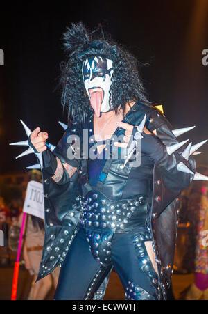 Un partecipante non identificato all'annuale Las Vegas Halloween Parade che si terrà a Las Vegas Foto Stock