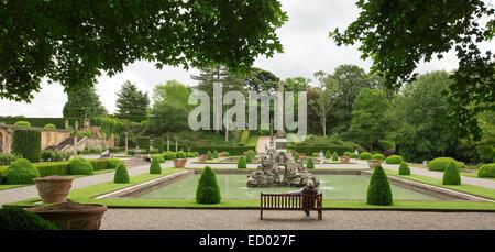 Regno unito un grande giardino stagno circondato bu for Stagno da giardino
