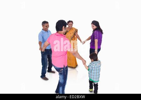 Giunto indiano gruppo familiare divertente Foto Stock