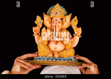 1 uomo bengalese Ganesh Chaturthi culto Foto Stock