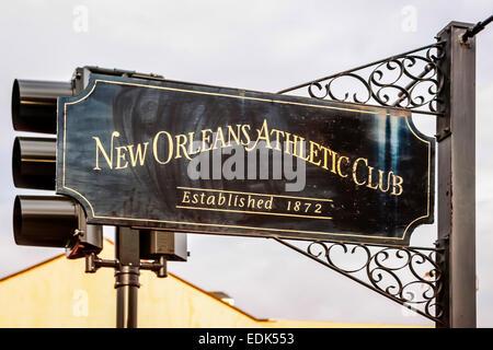 Segno di overhead al di fuori del New Orleans Athletic Club Foto Stock