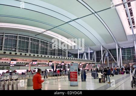 Il terminale 1 Air Canada aerei nazionali area partenze all'Aeroporto Internazionale Pearson di Toronto YYZ. Aeroporto Foto Stock