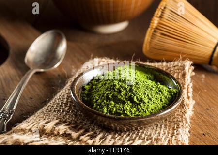 Materie Verde biologico Matcha tè in una ciotola Foto Stock