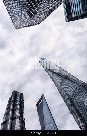 La moderna architettura grattacieli del quartiere finanziario vista astratta,, Lujiazui Pudong, Shanghai, Cina 2014 Foto Stock
