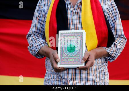 Turco Che Colori Tedesco In Una Uomo Bagno Bandiere Indossa Sciarpa qPxHHA7
