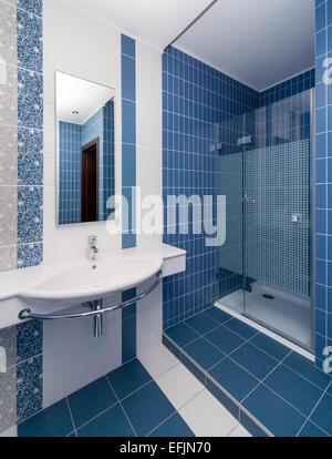 Bagno Con Mattonelle Blu.Bagni Moderni Blu Consigli Per Il Di Un Bagno Moderno Bagno