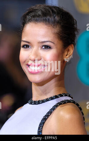 Gugu Mbatha-Raw arriva sul tappeto rosso per l'EE BRITISH ACADEMY FILM AWARDS su 08/02/2015 at Royal Opera House, Londra. Foto di Julie Edwards Foto Stock