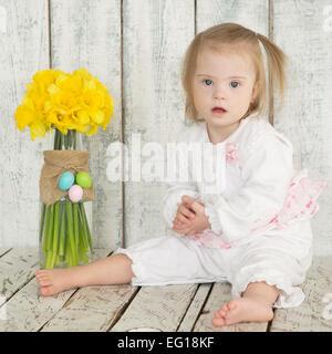 Ritratto di una bambina con la sindrome di Down Foto Stock