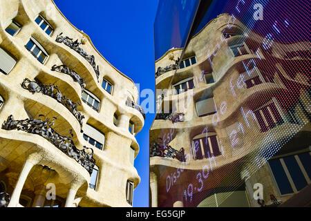 Mila house aka La Pedrera, progettato da Antoni Gaudi architetto. Barcellona, in Catalogna, Spagna. Foto Stock