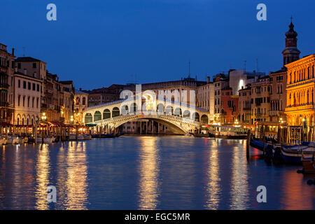 Il Ponte di Rialto, Grand Canal, Venezia, Italia Foto Stock