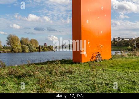 Gita in bicicletta lungo il fiume Ruhr, il 'Ruhrtalradweg' - Ruhr Valley Trail, dalla primavera all'estuario, 230 Foto Stock