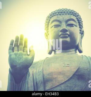 Buddha gigante di Hong Kong. In stile retrò filtred immagine Foto Stock