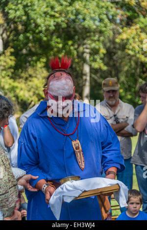 Cherokee tradizionale dei nativi americani cerimonia di nozze condotta a Fort Boonesborough Kentucky