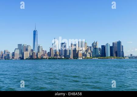 Inferiore dello skyline di Manhattan con One World Trade Center visto dal fiume Hudson, New York New York, Stati Foto Stock