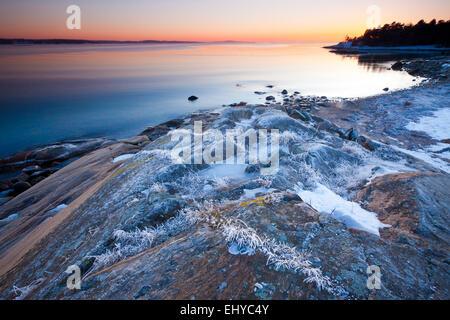 Inverno sera dall'Oslofjord al forno in Råde kommune, Oslofjorden, Østfold fylke, Norvegia. Foto Stock