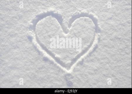 Cuore nella neve come simbolo per amore Foto Stock