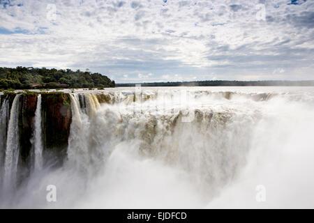 Argentina, Iguazu Falls National Park, La Garganta el Diablo cascata Foto Stock