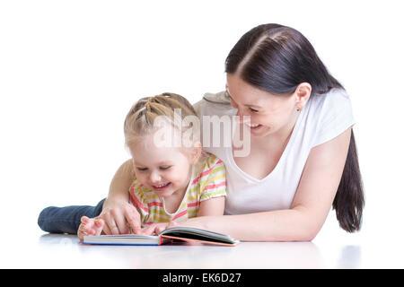 La Madre insegna il libro di lettura per bambino Foto Stock