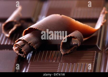 Cioccolato fondente trucioli Foto Stock