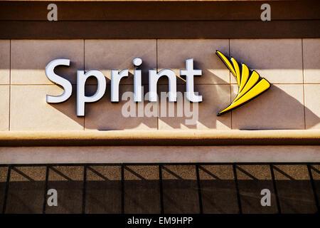 La vetrina e il logo di telecomunicazioni di Sprint store. Oklahoma City, Oklahoma, Stati Uniti d'America. Foto Stock