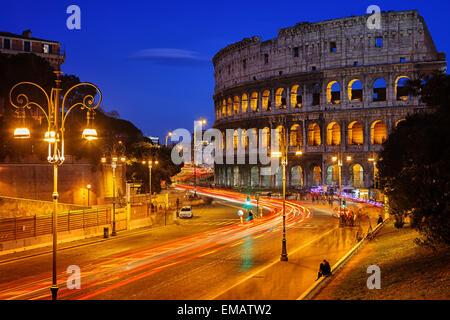 Colosseo di notte Foto Stock