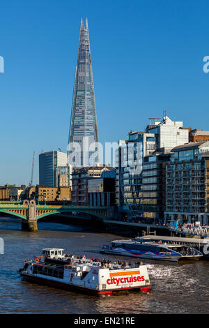 City Cruises in barca sul fiume Tamigi e Clipper, il fiume Tamigi, Londra, Inghilterra Foto Stock