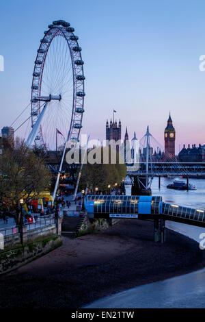 Il Big Ben, la Casa del Parlamento e il London Eye a Londra, Inghilterra Foto Stock