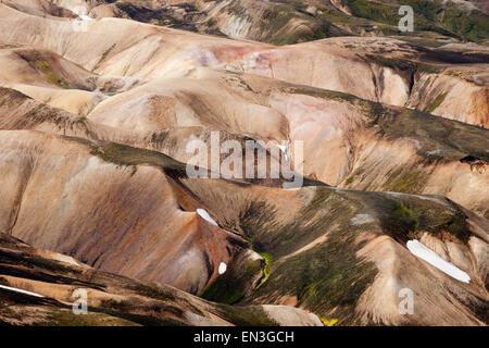 Le montagne nel paesaggio di origine vulcanica, Landmannalaugar, Islanda Foto Stock