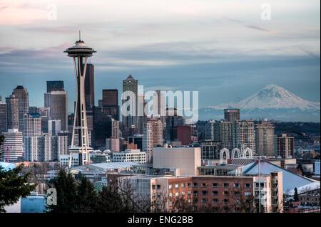 Edifici alti in Seattle skyline della città di Washington, Stati Uniti Foto Stock