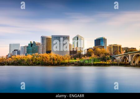 Rosslyn, Arlington, Virginia, Stati Uniti d'America skyline della città sul fiume Potomac. Foto Stock