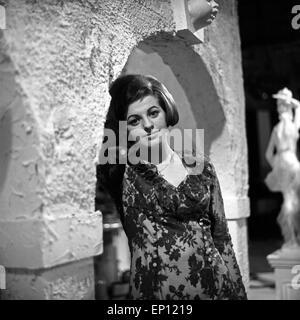 Deutsche Sängerin Ulla Wiesner ad Amburgo, Deutschland Mitte 1960er Jahre. Cantante tedesca Ulla Wiesner a Amburgo, Germania mi