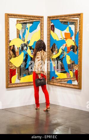 Florida Miami Art Basel international fair exhibition moderno contemporaneo dipinti scultura foto bella bruna ragazza foto telefono cellulare