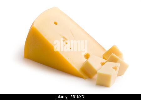 Blocco di formaggio edam su sfondo bianco Foto Stock