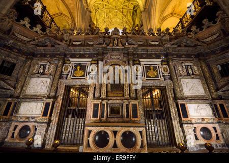 Ornato retrochoir dietro l'altare della Cattedrale di Siviglia Foto Stock