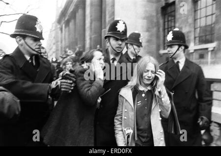 Matrimonio civile di Paul McCartney & Linda Eastman, Marylebone Register Office di Londra, 12 marzo 1969. Foto Stock