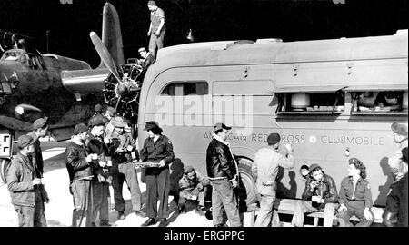 Durante la Seconda guerra mondiale - forze americane 'somewhere' in Gran Bretagna. La Croce Rossa americana clubmobiles Foto Stock