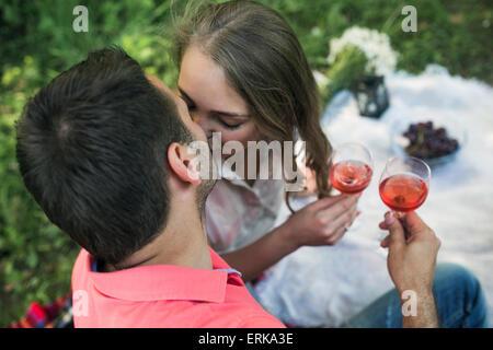 Giovane su un picnik Foto Stock