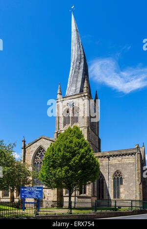 La Chiesa di Santa Maria e di tutti i Santi con la sua famosa guglia storta, Chesterfield, Derbyshire, England, Foto Stock