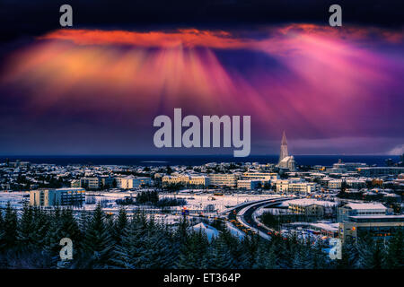 Reykjavik skyline al tramonto, Islanda Foto Stock