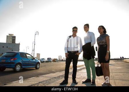 Tre dirigenti latina all'aperto Foto Stock