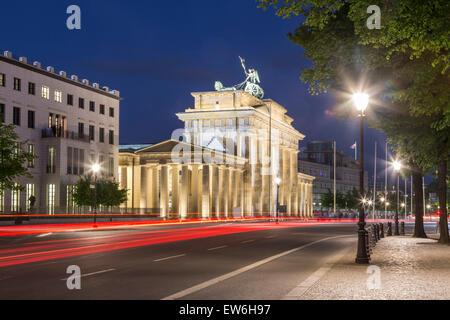 La Porta di Brandeburgo al crepuscolo, Berlino Foto Stock