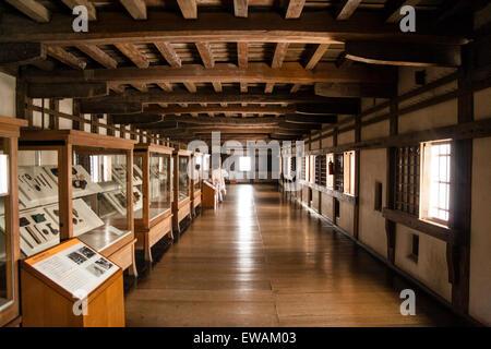 Lungo Il Corridoio In Inglese : Il castello di himeji giappone interno del mantenere aperto