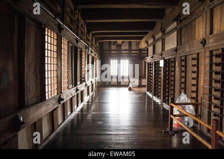 Lungo Il Corridoio In Inglese : Il castello di himeji giappone interno del mantenere lungo