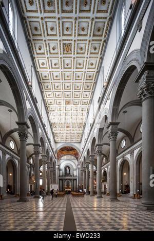 Navata della basilica di San Lorenzo (Basilica di San Lorenzo), Firenze, Italia Foto Stock