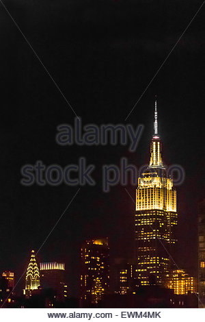 Empire State Building e il Chrysler Building di notte, New York New York STATI UNITI D'AMERICA. Foto Stock