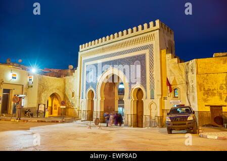 La medina di Fez, Bab Bou Jeloud Gate, una delle più magnifiche porte che conduce alla Medina, Marocco, Africa Foto Stock
