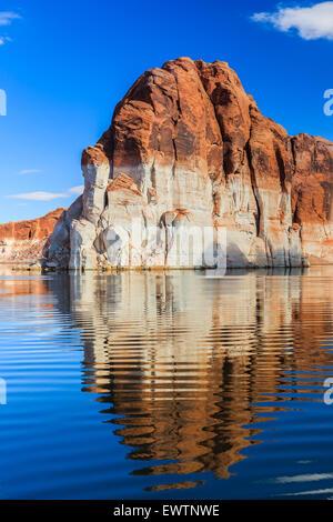 Le pareti del canyon sul Lago Powell sul confine di Arizona e Utah, Stati Uniti d'America Foto Stock