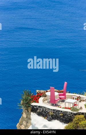 Greco tradizionale architettura Cicladi stile in Oia, una piccola città sulla punta nord di Santorini, Grecia Foto Stock