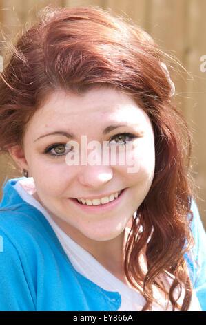 Bella ragazza sorridente Foto Stock