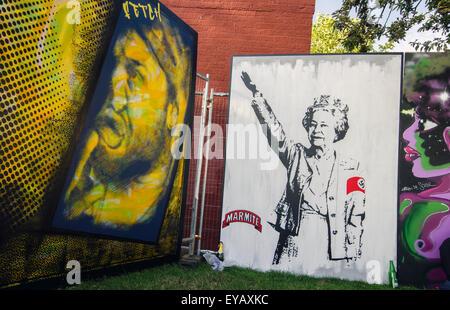 La regina Elisabetta il saluto nazista graffiti a Upfest 2015, il più grande d'Europa, gratuito, street art & graffiti Foto Stock